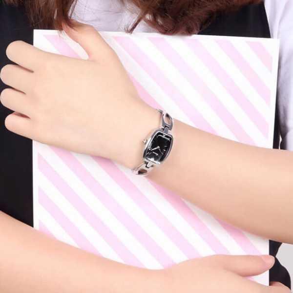 Kimio négyszögletű ezüst fekete színű női karóra