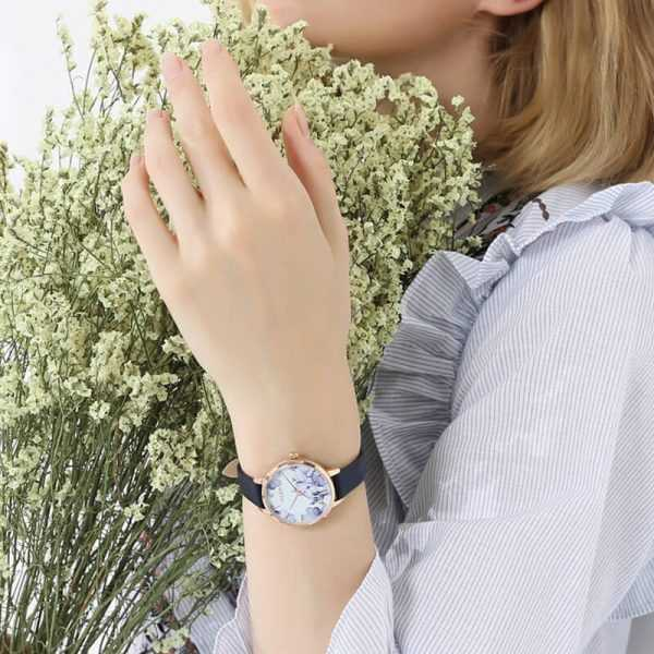 Julius elbűvölő kék bőrszíjas virág mintás női karóra